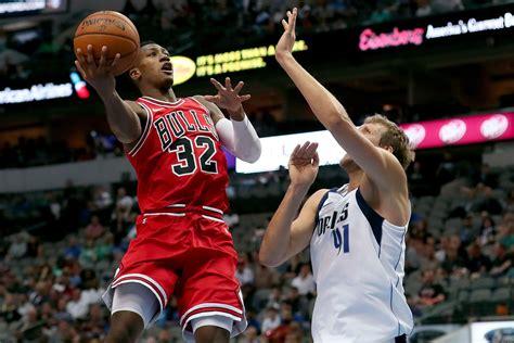2 Tickets Dallas Mavericks Chicago Bulls 3 2 20 United Center Chicago